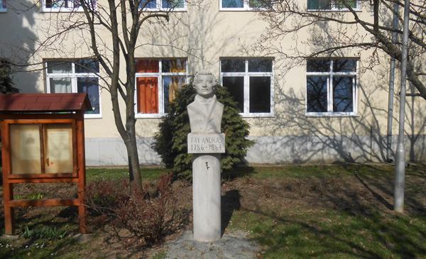 fay-szobor